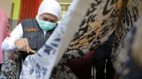 Peringati Hari Batik, Khofifah Ajak Generasi Millenial dan Z Perkenalkan Batik Jatim