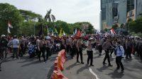 Buruh Tolak Omnibus Law Kuasai Jalan A Yani Arah Kota