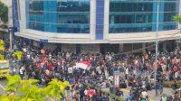 Kelompok Remaja Penolak UU Ciptaker Terus Bergerak Menuju Istana Presiden