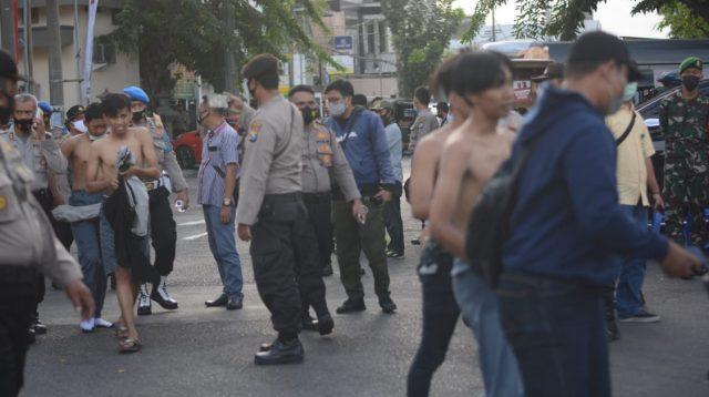 100 Orang Massa Pengunjuk Rasa Ditangkap Pascaricuh di Grahadi