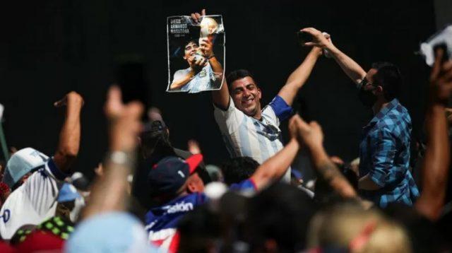 Ribuan Orang Antar Maradona, Potret Kesetiaan Amerika Latin pada Olahraga