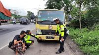 Gagal Mendahului, Pengendara Motor di Balongbendo Sidoarjo Meninggal Terlindas Truk