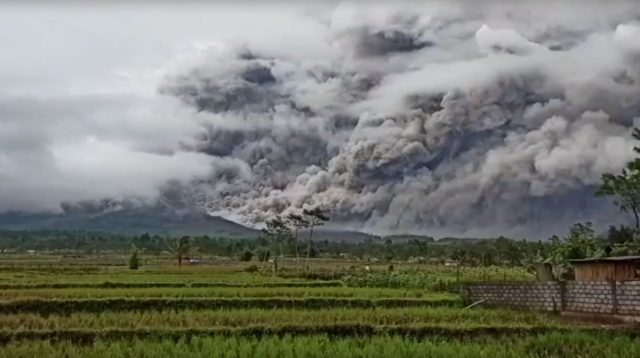 Masyarakat di Sekitar Gunung Semeru Diminta Waspadai Lahar Hujan