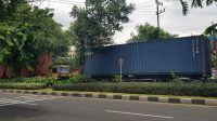 Truk Besar Masuk Tengah Kota, Jalan Protokol Di Surabaya Macet