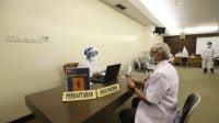 Tenaga Kesehatan Lansia di Surabaya Juga Terima Vaksin