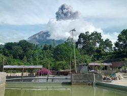 Guguran Abu Gunung Sinabung Teramati dengan Jarak Luncur 1.500 Meter