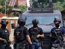 Densus 88 Gerebek Terduga Teroris di Medokan Sawah Surabaya