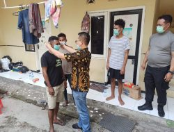 Pembagian Masker Dan Hand Sinitizer Kepada Mahasiswa Papua