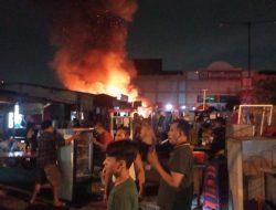 Kebakaran Sejumlah Lapak Pedagang Dekat Ramayana Terminal Purabaya