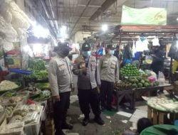 Sampaikan Himbauan Protokol Kesehatan Kepada Para Pengunjung dan Pedagang Pasar Tambak Rejo Surabaya