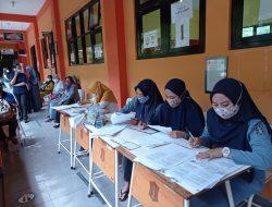 318 Tenaga Pendidik di Kecamatan Dukuh Pakis Terima Vaksinasi Covid-19