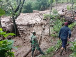 Longsor Timbun Belasan Rumah di Desa Sawaran Kulon Lumajang