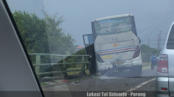 Kecelakaan Bus, Jalur Tol Sidoarjo-Porong Macet – Suara Surabaya