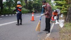 Eri Wali Kota Surabaya Bersih-Bersih Kawasan Ahmad Yani