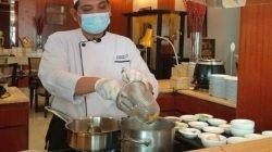 Sajian Berbuka Puasa di Hotel Santika Jemursari, Ada Nasi Goreng Kambing dan Nasi Kebuli Kambing