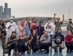 Pameran Lukisan 'MIR4CULOUS TRUST' Berakhir, Firman Ajak Para Pelukis Nikmati Suasana di Rooftop