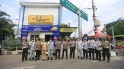 Kakorlantas Polri Meninjau Kesiapan Penyekatan Larangan Mudik di Surabaya