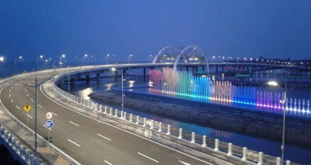 Meski Ditutup, Warga Nekat Berkunjung ke Jembatan Surabaya