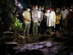 Mensos Risma Salurkan Bantuan bagi Warga Terdampak Banjir di Magetan