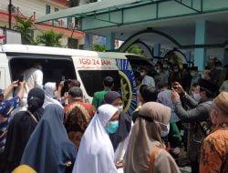 Usai Disalatkan, Jenazah Nadjib Hamid Dimakamkan di Lamongan – Suara Surabaya
