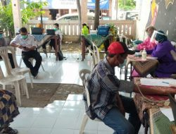 Kepala Puskesmas bersama 3 Pilar Kelurahan, Sinergi Kebut Vaksin Lansia di Medokan Ayu