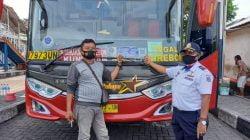 Armada Bus di Purabaya Wajib Berstiker, Penumpang Wajib Bawa Surat Keterangan