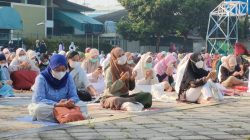 Selama Khotbah Salat Id sampai Selesai, Jemaah di Masjid Agung Al Azhar Tidak Ada yang Lepas Masker