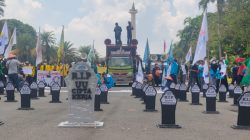 Peringati May Day 2021, Buruh dan Mahasiswa Gelar Aksi di Sekitaran Monas