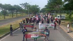 Buruh Gelar Aksi Solidaritas untuk Palestina di Konjen Amerika Surabaya