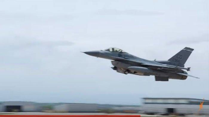 2 Jet Tempur F-16 TNI AU Sergap Pesawat Asing dan Kerahkan Pasukan Paskhas Saat Simulasi