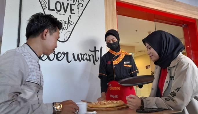 Setelah Favorit di Jombang dan Tuban, Pizza Hits Varian Sate Bumbu Pedas Disajikan Buat Penggemar Kuliner Surabaya