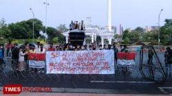 BEM Nusantara Demo Kantor Gubernur Jatim, Tuntut Pesta Ulang Tahun Khofifah Diusut!