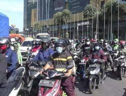 Protes Pekerja Surabaya Saat Bundaran Waru Ditutup Total