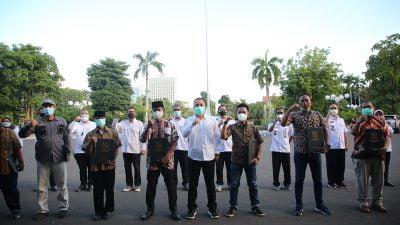 Wali Kota Berikan Apresiasi Uang Insentif Satgas Kampung Tangguh Wani Jogo Suroboyo