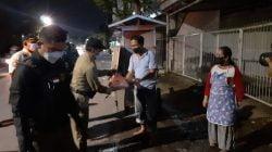 Edukasi PPKM Darurat di Surabaya diiringi bantu sembako