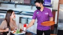 Sate Gogos Kemerdekaan dan Es Semangat Merah Putih Sambut Tamu di Cristal Café Quest Hotel
